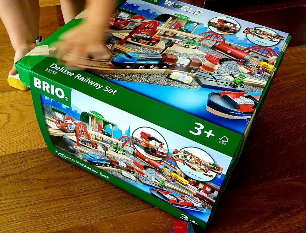 brio starter set deluxe railway set